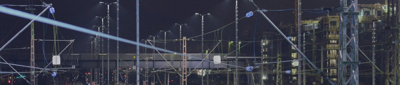 Oberleitung bei Nacht, Bahntechnik, Bahnbetrieb